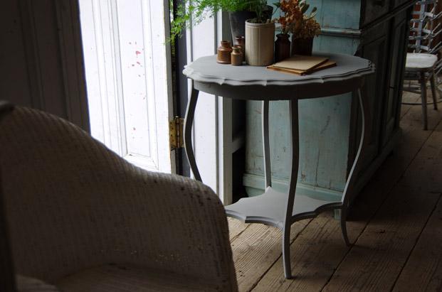 オーバルサイドテーブル アンティーク家具 福岡市 シャビーシック